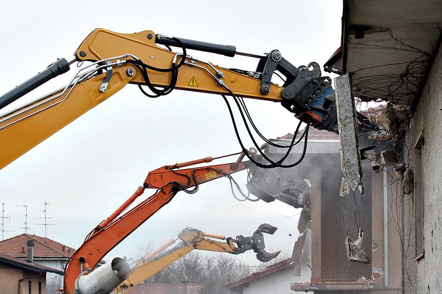 高い施工技術力経験豊富な職人を取り揃えるのと同時に徹底した社内教育をおこなうことによって、より高い施工技術力の取得に成功し、安全でスピーディーな工事を可能としております。